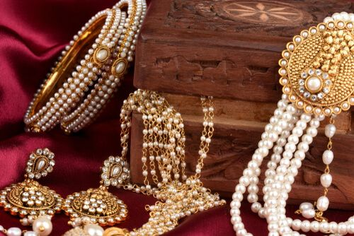 How to Become a Wholesale Distributor of Jewellery?