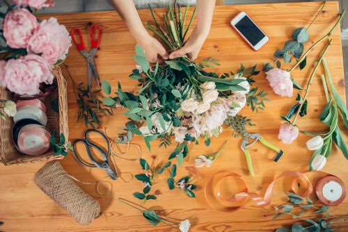 How to Start Bouquet and Greeting Card Making Business From Home?